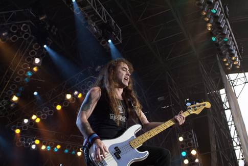 Dream_Theater_-_Iron_Maiden_-_Within_Temptation_Paris_-_Parc_des_Princes_20050625